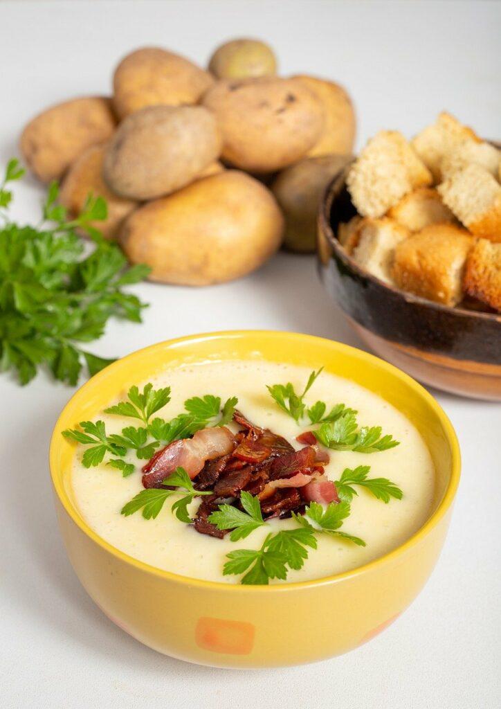 Σούπα πατάτας και μπέικον στα φθινοπωρινά φαγητά μας